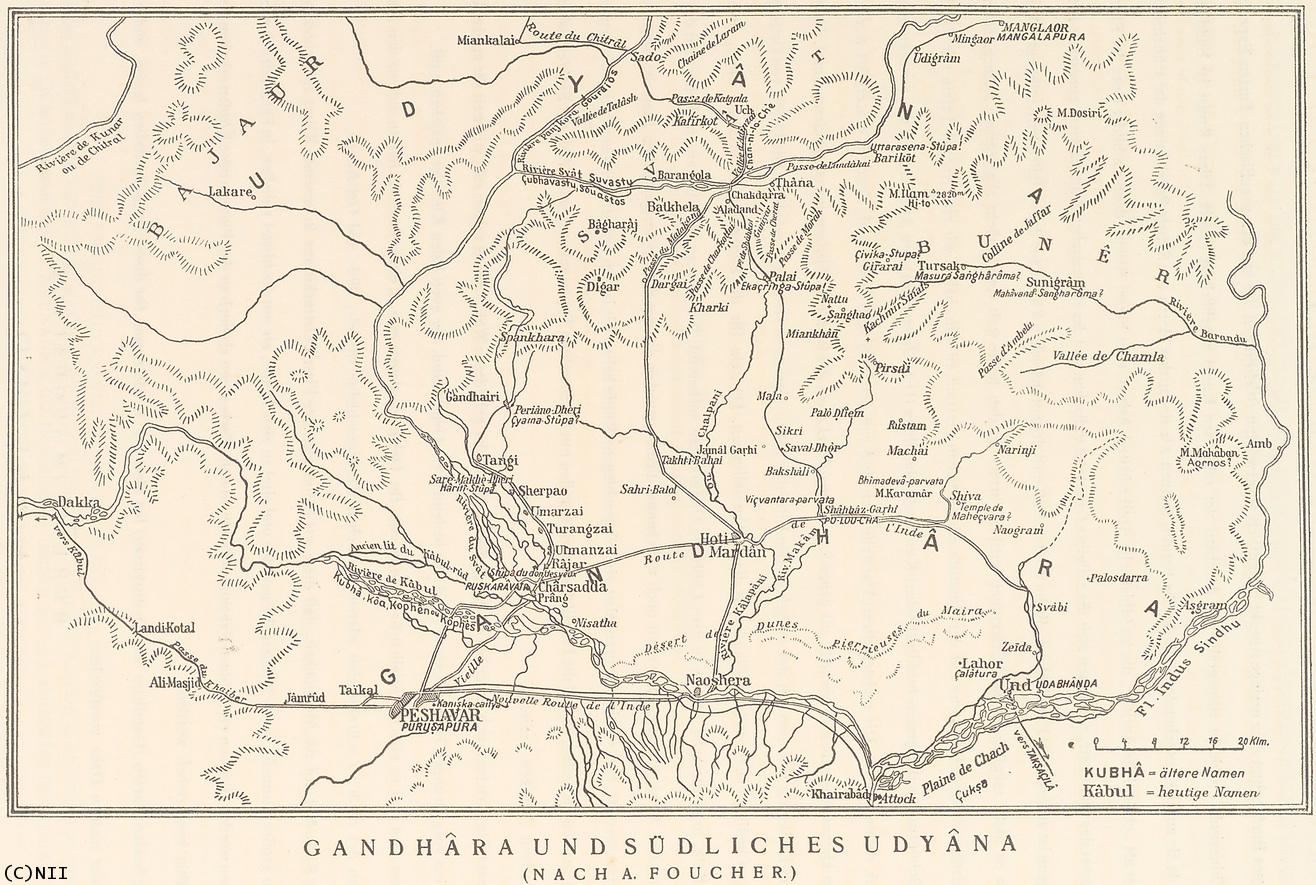 """第一阶段""""萌发时期"""",主要以楼兰文明和于阗早期文明为代表,年代在公元前2世纪-公元4世纪。这时,西域本土文字尚未产生,塔里木盆地诸国主要使用汉文、佉卢文、婆罗谜文、粟特文等外来文字。公元前2世纪,匈奴是西域的霸主,这个时期的西域文化深受中亚北方草原文化影响,所以高昌古城附近车师大墓出土了许多匈奴文化色彩的艺术品。公元2世纪末,佛教传入塔里木盆地。此后,西域文化深受犍陀罗、大夏等地希腊化佛教艺术影响。斯文赫定(S."""
